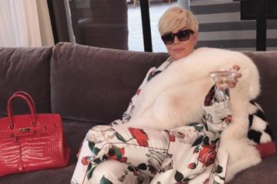 Kris Jenner goes platinum blonde in new photo