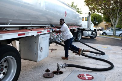 U.S. gas prices stable ahead of Labor Day