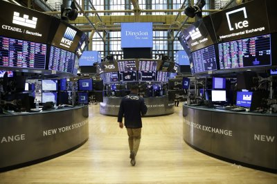 U.S. markets rise to green for the week; household net worth hits new record