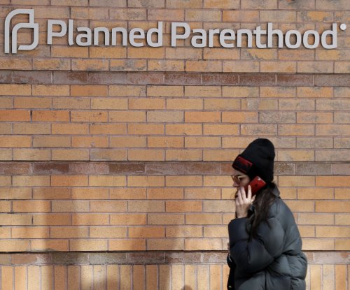 Bill to block Planned Parenthood funds advanced in close Senate vote