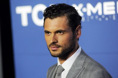 Adan Canto to star in 'Hypnotist's Love Story' pilot
