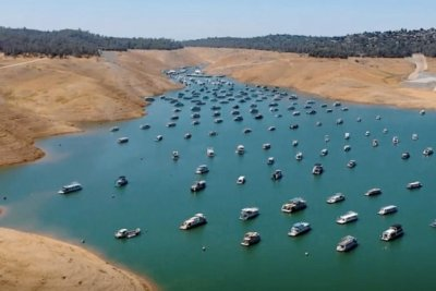 Drone captures startling footage as Lake Oroville reduced to trickle