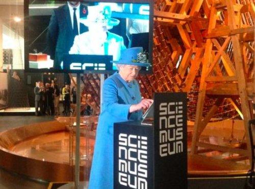 Queen Elizabeth II sends out her first tweet, signs 'Elizabeth R'