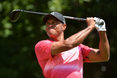 Jason Gore leads Wyndham; Tiger Woods two back