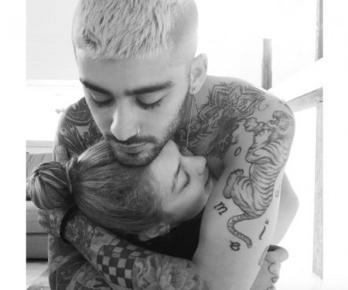 Yolanda Hadid calls Zayn Malik 'family' in photo with Gigi Hadid