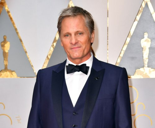 Viggo Mortensen to direct, star in drama 'Falling'