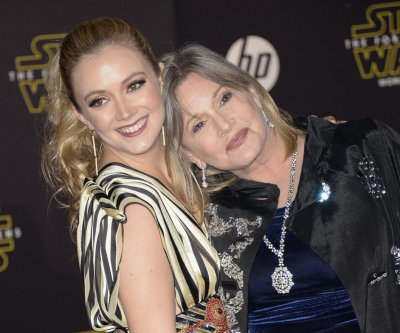 Billie Lourd pays tribute to Carrie Fisher, sings 'American Girl'