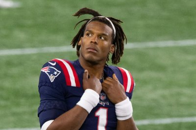Cam Newton benched in Patriots' blowout loss to 49ers