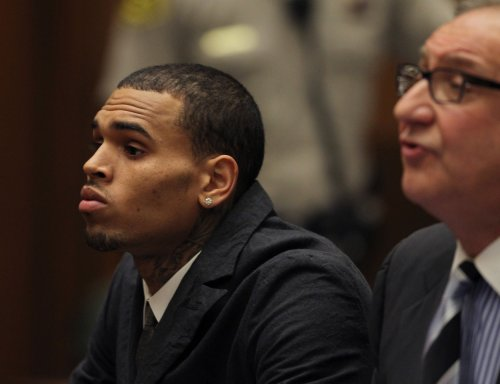 Rihanna accompanies beau Chris Brown to court