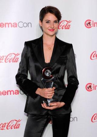 Shailene Woodley stuns in open back dress at 'Divergent' London premiere