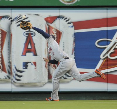 Astros complete 3-game sweep against Royals