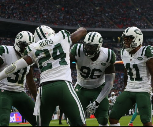 "Darrelle Revis ""doesn't want to play"" football"
