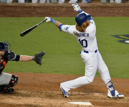 2017 World Series: Los Angeles Dodgers' Justin Turner goes lighter to go deep