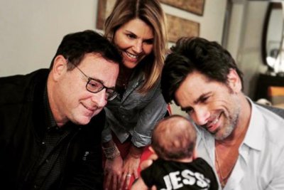 John Stamos introduces son to his 'Fuller House' co-stars