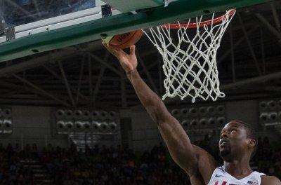 Kings acquire Barnes in trade with Mavericks