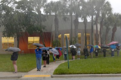Florida voters wait in long lines on 1st day of early voting