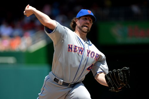 Mets exercise options on Dickey, Wright