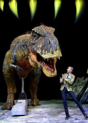 'Walking with Dinosaurs' puts on 'Feathered Fashion Show'