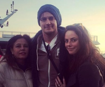 Kaya Scodelario engaged to Benjamin Walker