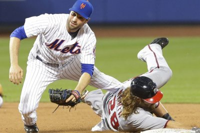Milwaukee Brewers acquire Neil Walker from New York Mets