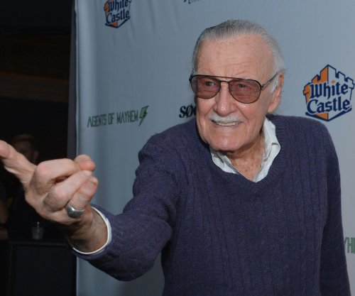 Stan Lee announces he is battling pneumonia