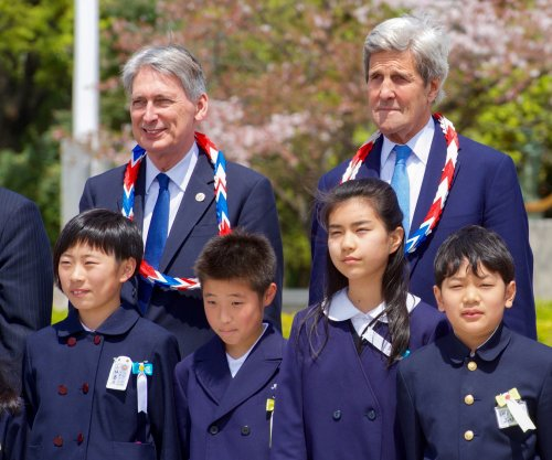 John Kerry becomes first U.S. official to visit Hiroshima bomb site
