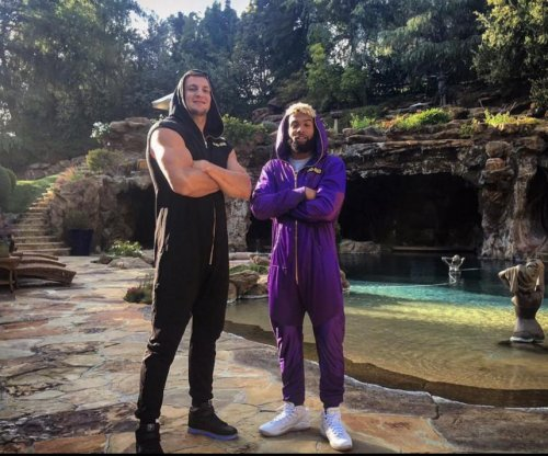 Rob Gronkowski, Odell Beckham Jr. enjoy onesies at Drake's house