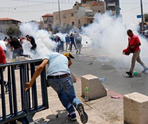 Police hit crowd with tear gas in more clashes at Jerusalem mosque