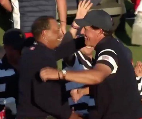 Presidents Cup: Justin Thomas disses himself for whiffing high-five with Phil, Tiger