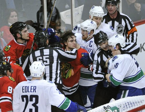 NHL: Vancouver 3, Chicago 2