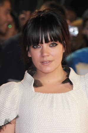 Lily Allen releases new video for 'Sheezus'