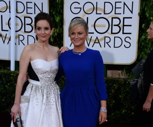 Fey, Poehler mock Cosby, Phoenix, Stone during Golden Globe Awards monologue