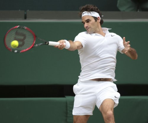 Federer rolls into semifinals in Halle