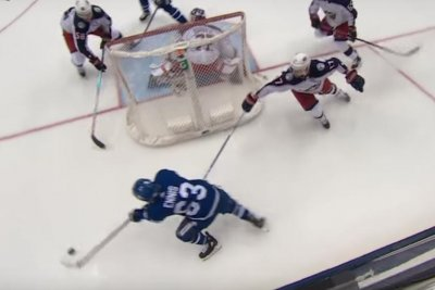 Maple Leafs' Tyler Ennis scores after triple-spin