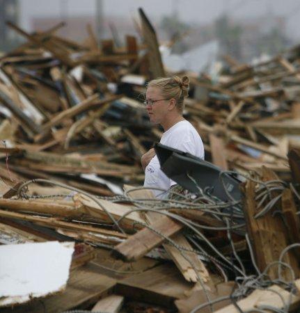 Pelosi pledges aid for Ike victims