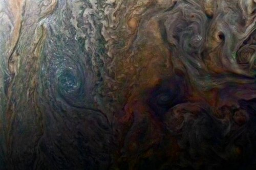 Citizen scientist turns Juno image into art