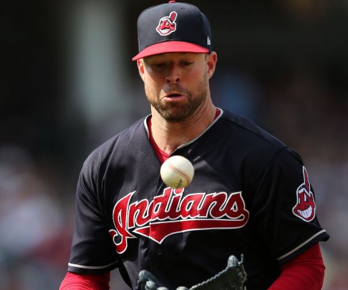 Clevleand Indians clinch top AL seed despite loss to Chicago White Sox