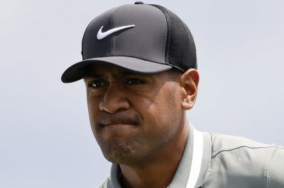 Golfer Bryson DeChambeau clubs 423-yard tee shot at Memorial