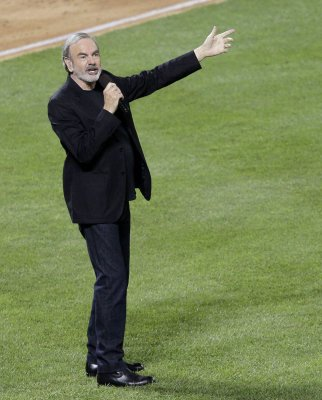 Neil Diamond sings 'Sweet Caroline' at MLB All-Star game