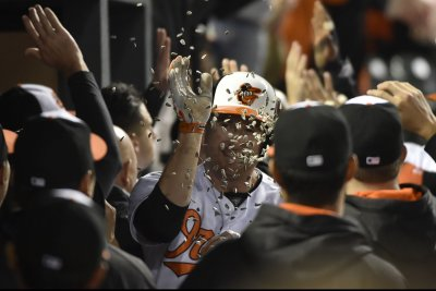 Mark Trumbo homers twice to help Baltimore Orioles defeat New York Yankees
