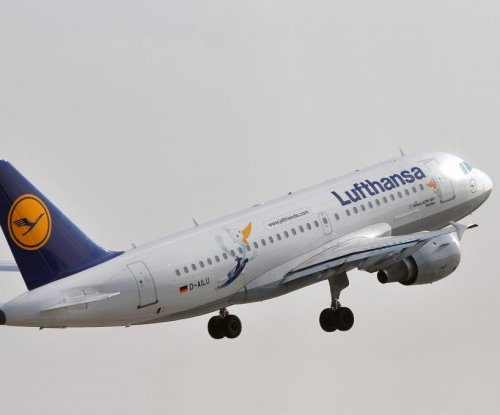 Lufthansa suspends flights to Venezuela, cites poor economy