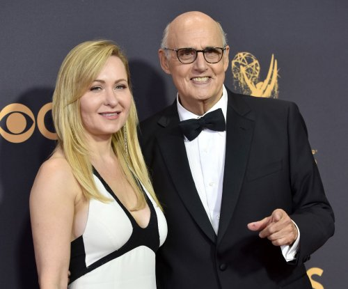 Jeffrey Tambor officially leaves 'Transparent'