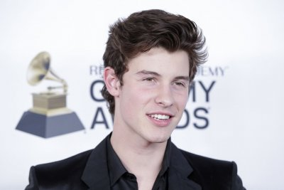 Shawn Mendes posts photo with Hailey Baldwin amid dating rumors