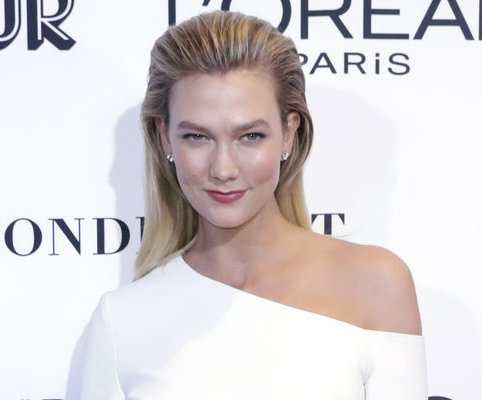 Karlie Kloss shows off new 'Project Runway' set
