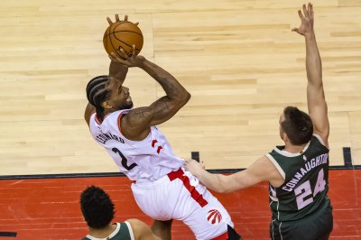 Toronto Raptors defeat Milwaukee Bucks in Game 4 to even series