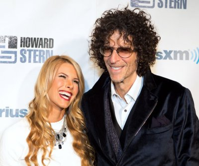 Howard Stern remarries wife, Beth Sten, on 'Ellen'