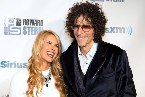 Howard Stern remarries wife, Beth Stern, on 'Ellen'