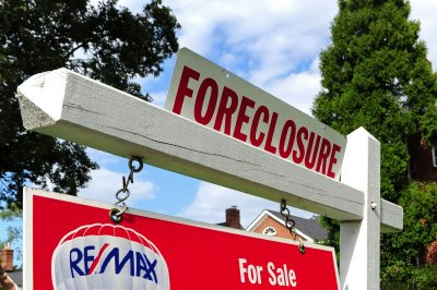 Foreclosure rates up 2 pct in first half