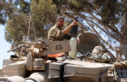 Syrian militants seize Golan Heights border crossing