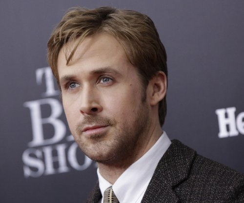 Ryan Gosling wears too-tight pants, appears opposite Will Ferrel for 'Knife Guys' skit